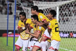 Selangor players celebrating Juliano Mineiro's (middle, low) second goal against Kelantan 25/2/2017