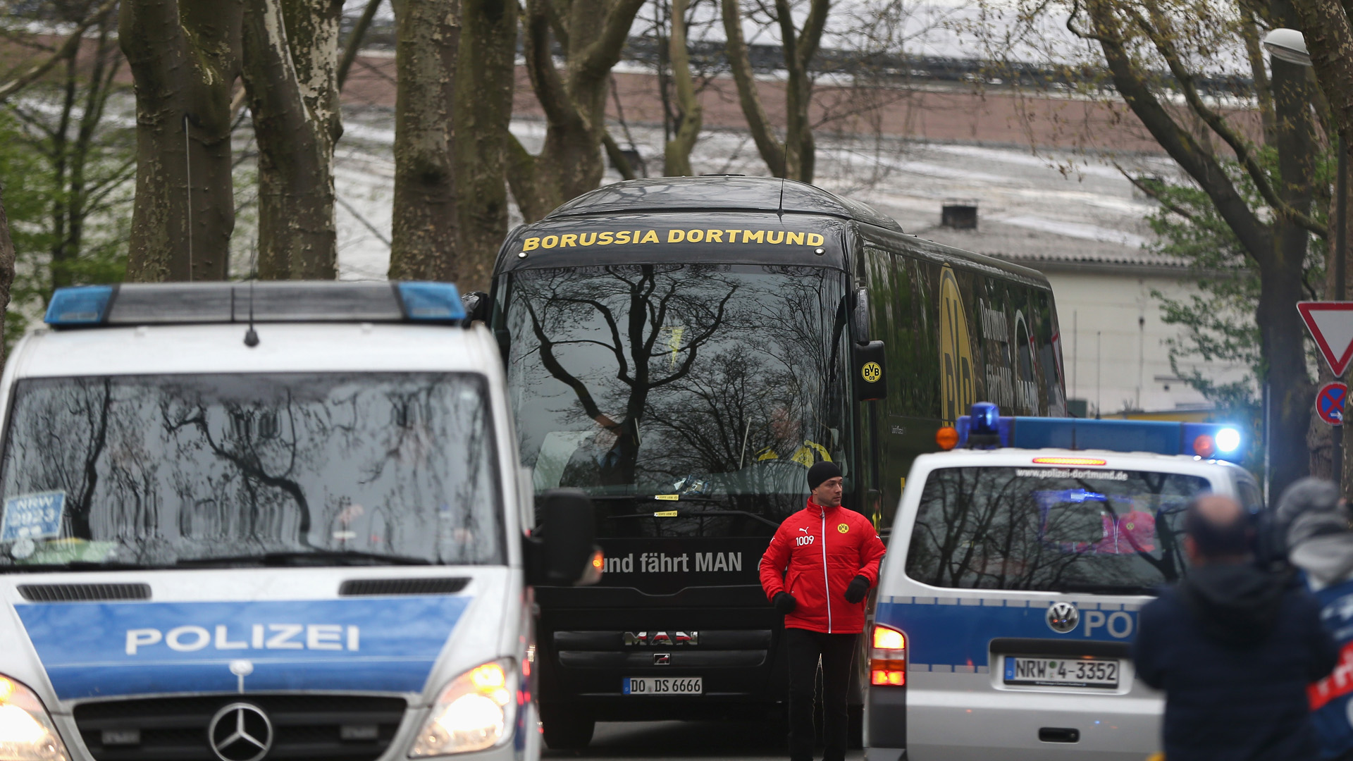 borussia dortmund bus championsl league 041217