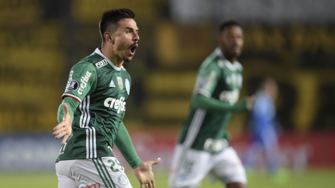 Willian Bigode Penarol Palmeiras Libertadores 26042017