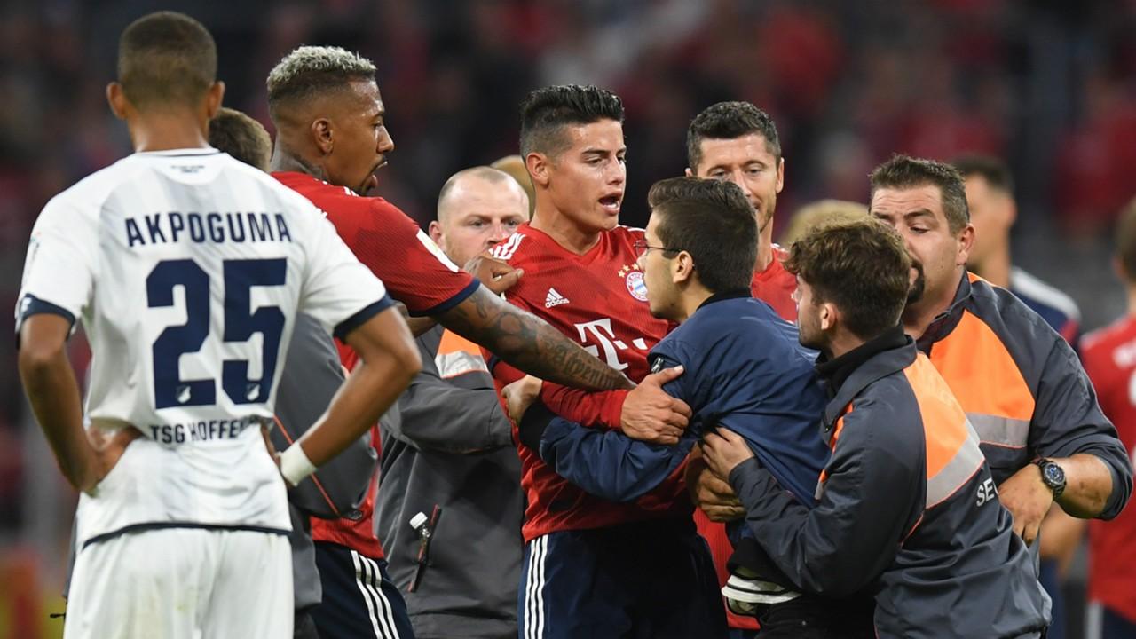 FC Bayern München: James Rodriguez schenkt Flitzer Trikot | Goal.com
