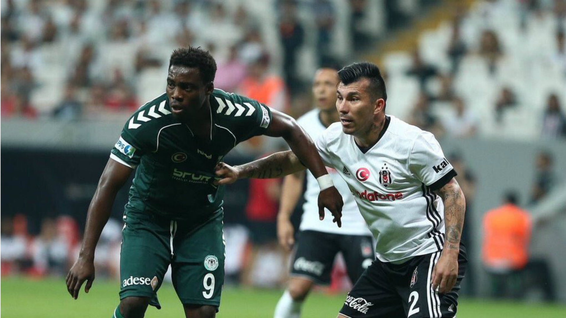 Besiktas gana con Medel como titular y es líder en Turquía
