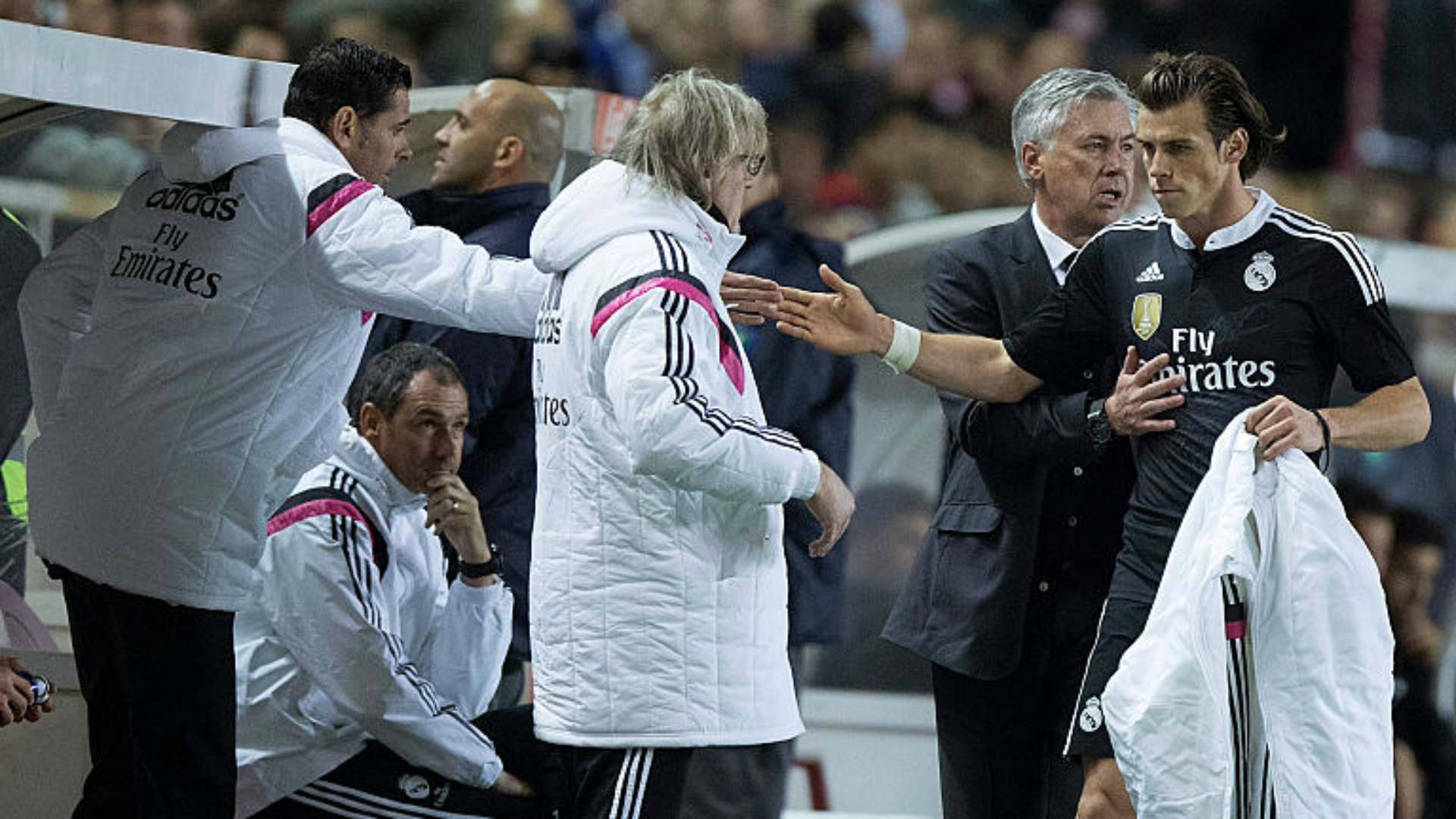 Gareth Bale, Carlo Ancelotti and Fernando Hierro during a Real Madrid game