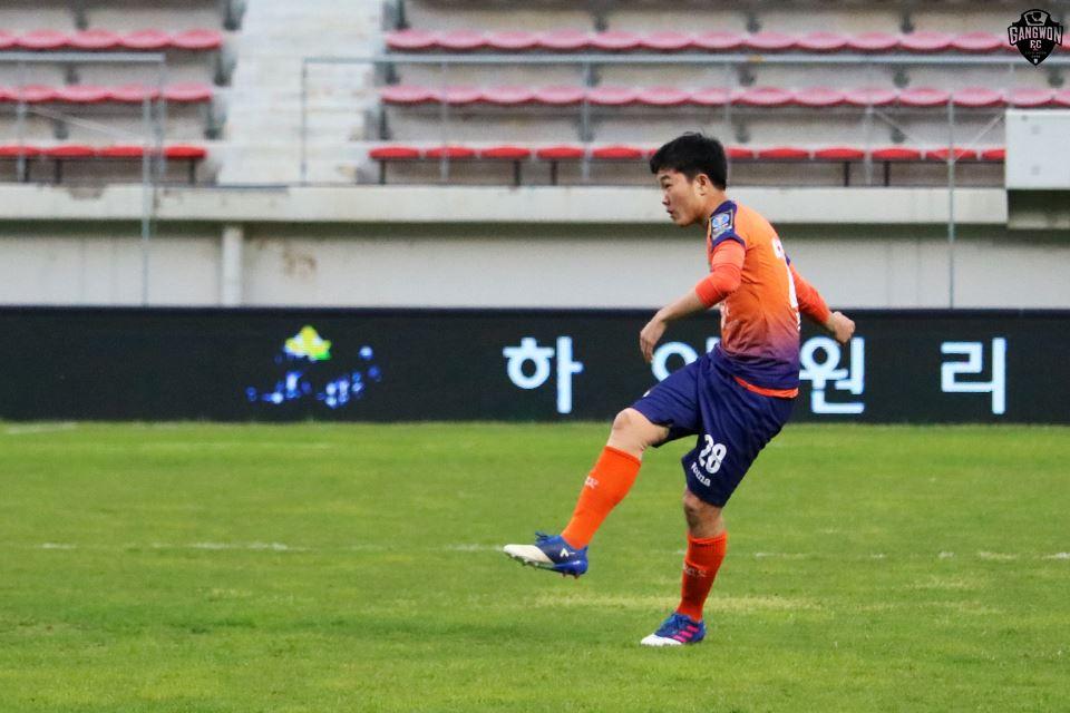 Gangwon FC Lương Xuân Trường