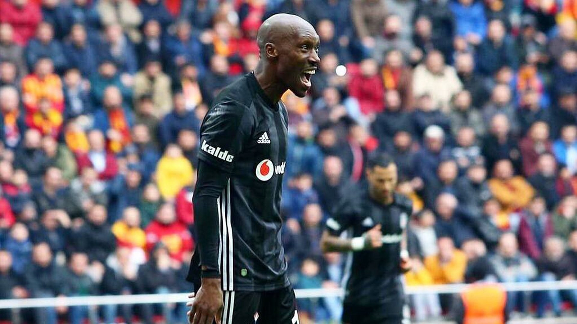 Atiba Hutchinson Besiktas 322019