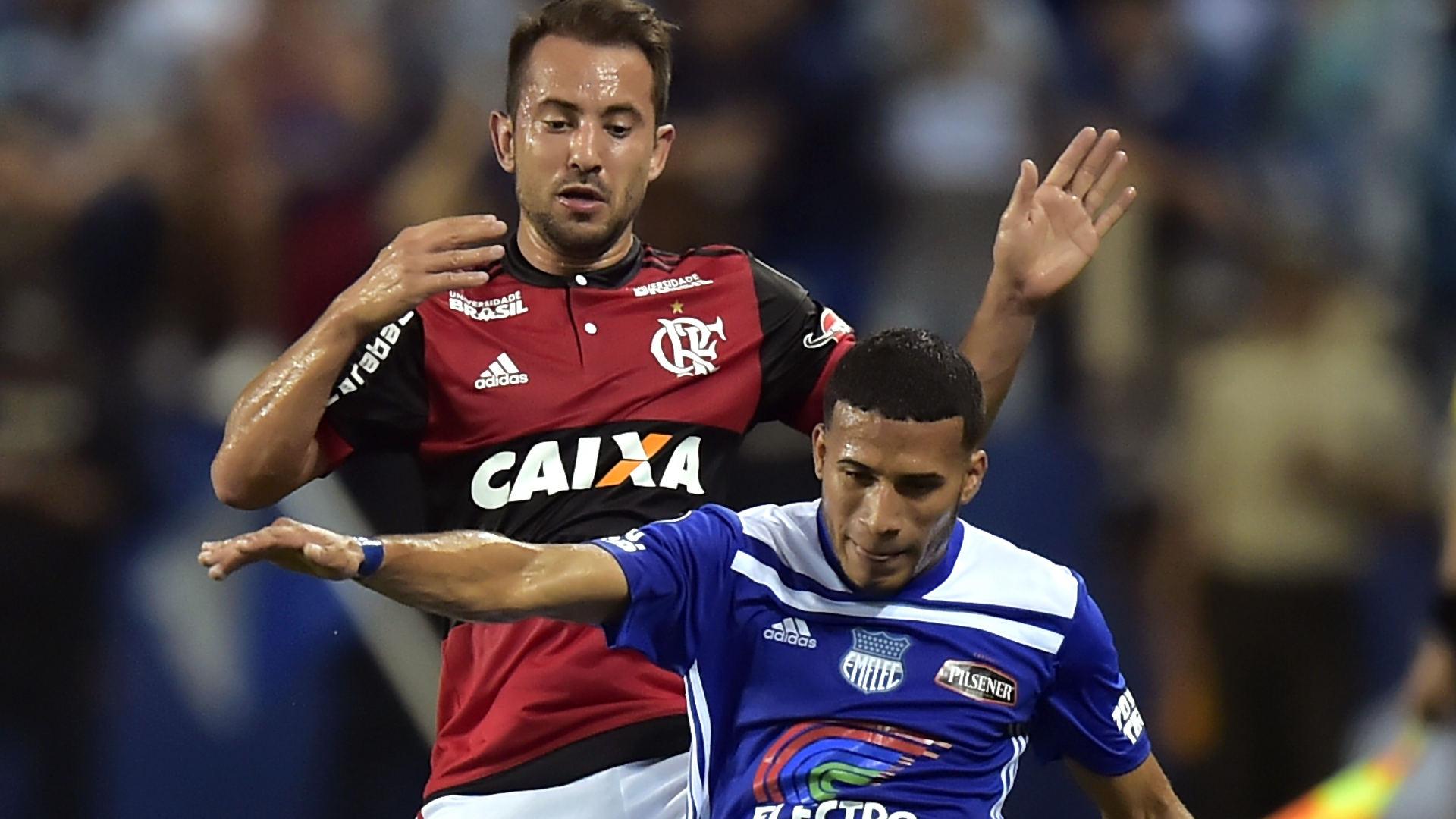 Everton Ribeiro Robert Burbano Emelec Flamengo 14032018 Copa Libertadores