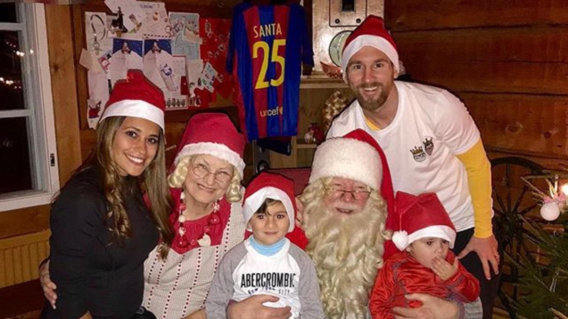 Messi, Ronaldo & footballers around the world celebrate Christmas
