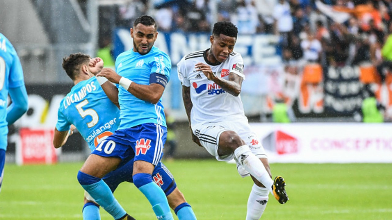 Dimitri Payet of Marseille and Bongani Zungu of Amiens