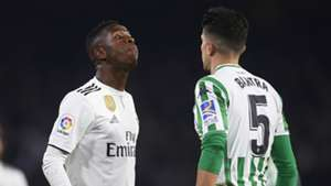 Vinicius Junior Marc Bartra Real Madrid Real Betis 2018-19