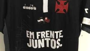 Uniforme do Vasco tinha bandeira do Flamengo em homenagem a vítimas de incêndio no Ninho do Urubu 14022019