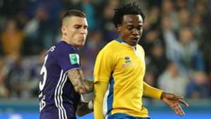Percy Tau and Ognjen Vranjes fight for the ball during the Croky Cup match between Rsc Anderlecht and Union Saint-Gilloise at Constant Vanden Stock Stadium on September 27, 2018