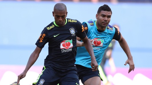 Fernandinho Casemiro Brazil Selecao treino 03092017