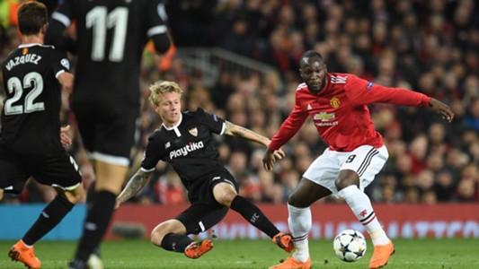 Simon Kjaer vs. Manchester United