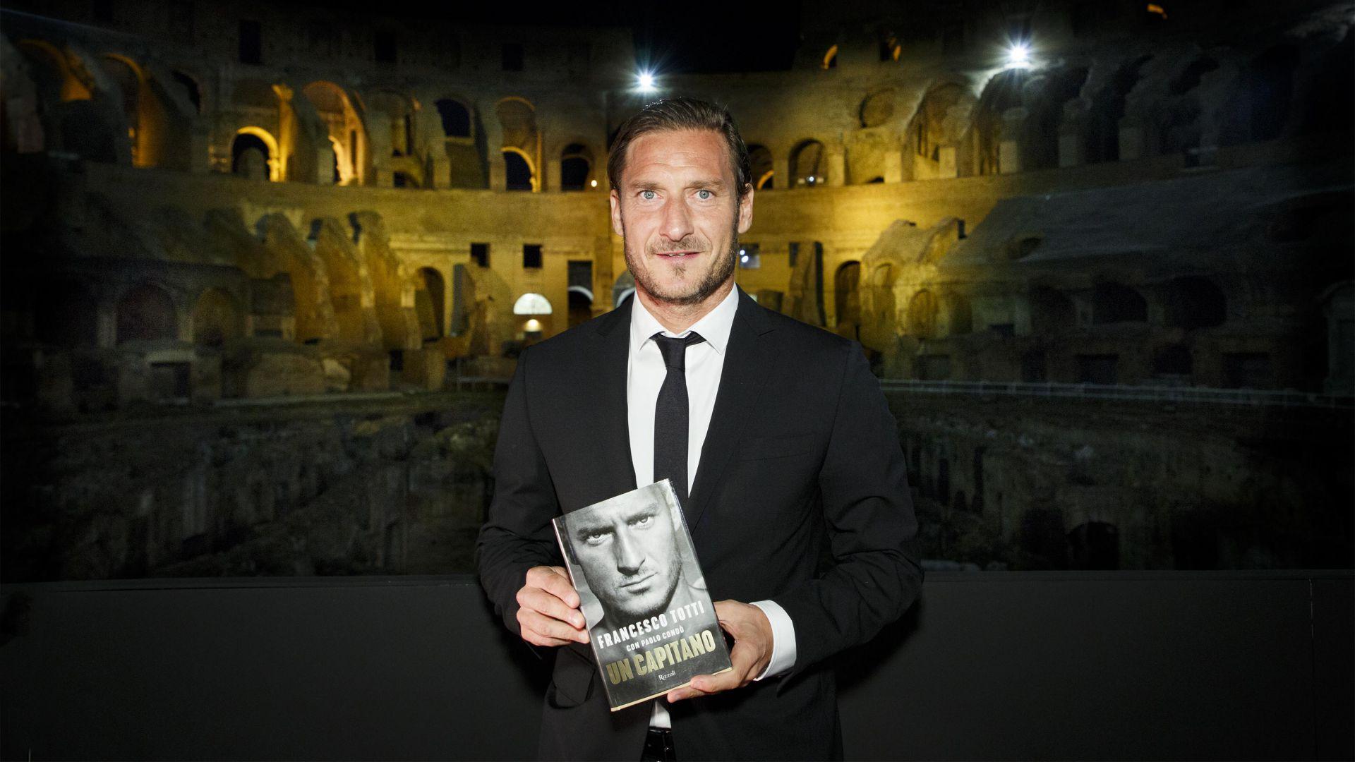 Roma, Totti allo scoperto con il libro: