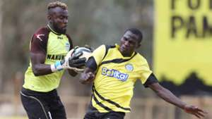 Sammy Okinda saves against Umaru Kasumba of Sofapaka.