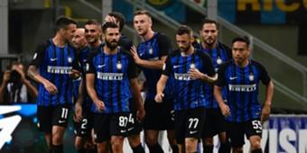 Inter players celebrating Inter Fiorentina Serie A