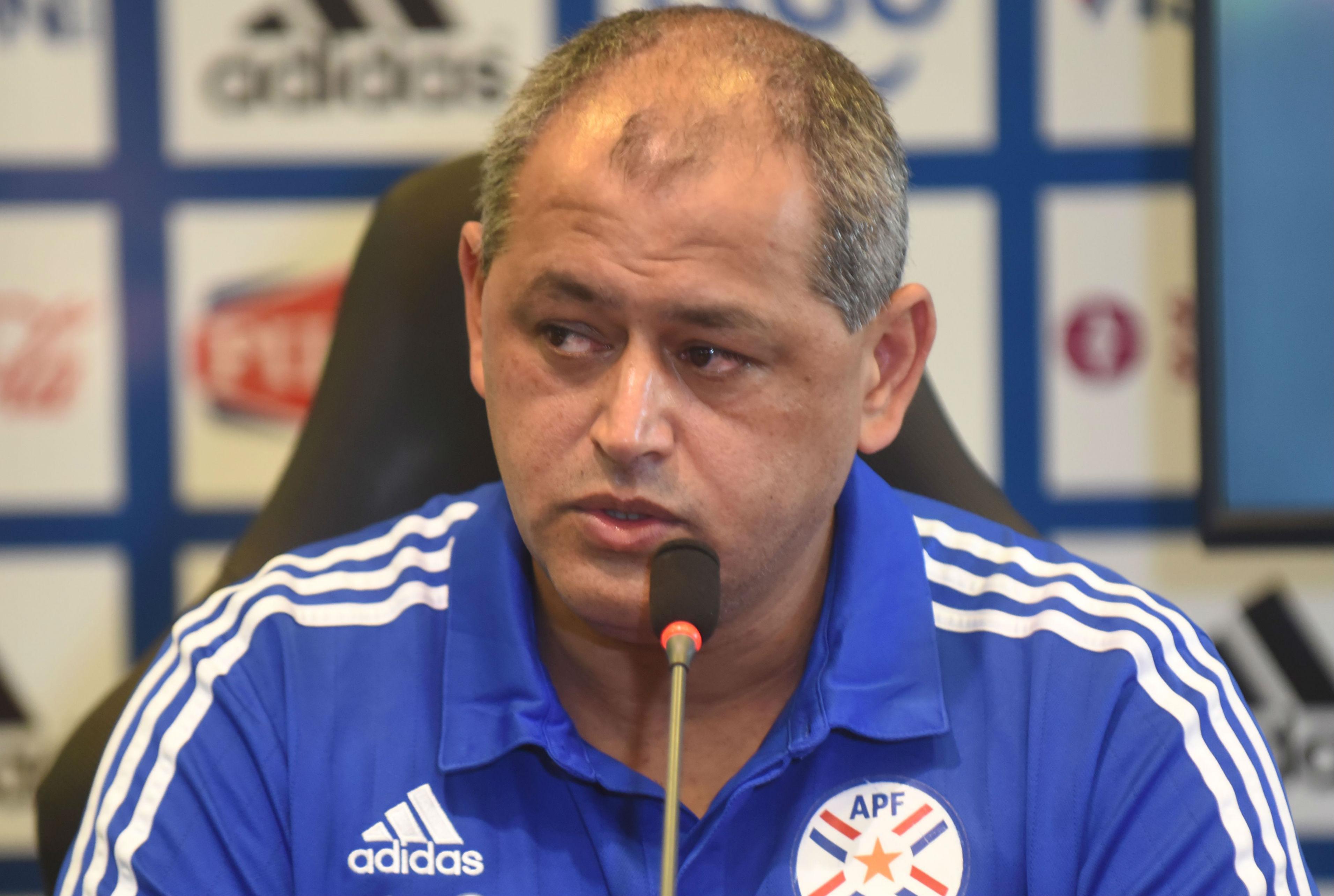 Lucas Barrios encabeza la nómina de Paraguay