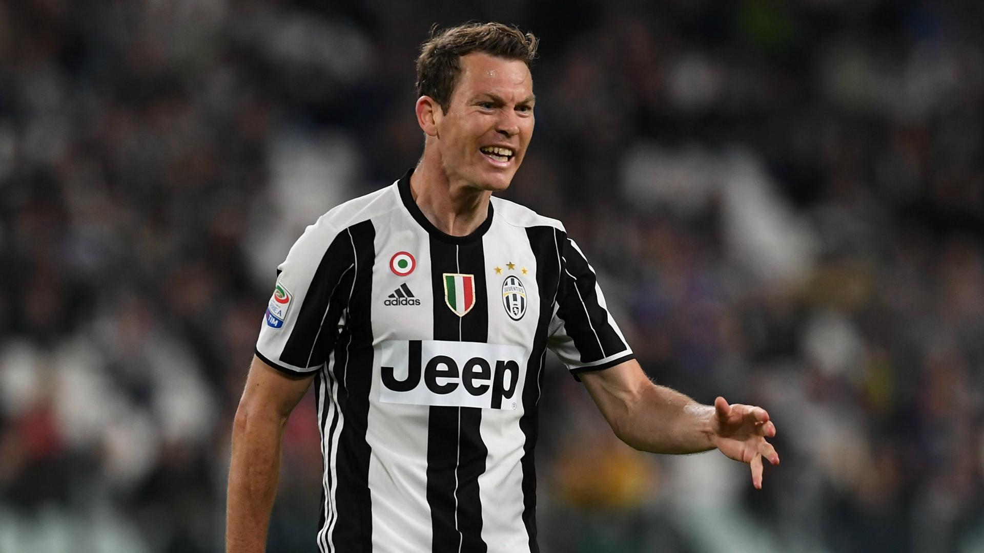 Juventus Transfer News Stephan Lichtsteiners Valencia Talks Break Down Goal Com