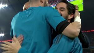 Abrazo Isco a Zidane