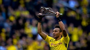Aubameyang shows his top goals scorer award