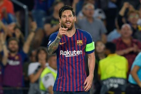 Lionel Messi comemora gol do Barcelona contra o PSV