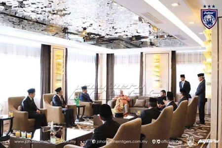 FAM delegates meeting Johor Sultan
