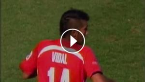 play gol Arturo Vidal. Chile 1-0 Portugal Sub 20 2007