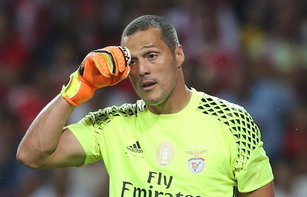 Família de Júlio César confirma que guardião do Benfica vai terminar carreira