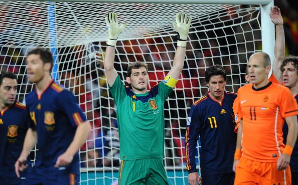 Iker Casillas vs Arjen Robben