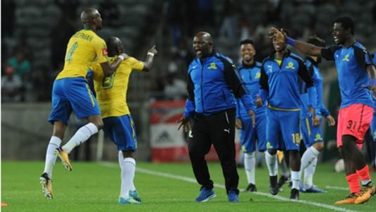 Hlompho Kekana celebrates his goal with Pitso Mosimane - Mamelodi Sundowns