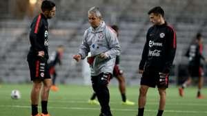 Reinaldo Rueda Diego Valdés Charles Aránguiz Chile training 210318