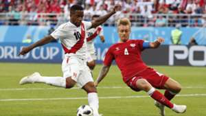 Jefferson Farfan, Simon Kjaer, Peru vs Denmark