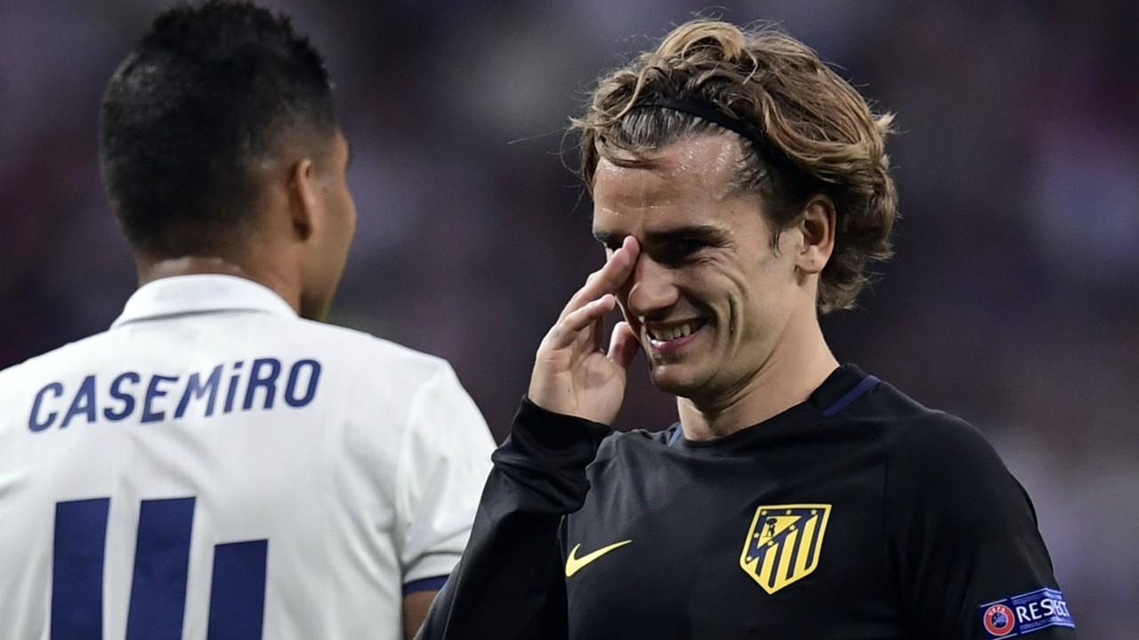 Video Antoine Griezmann snubs Raphael Varane as he refuses to