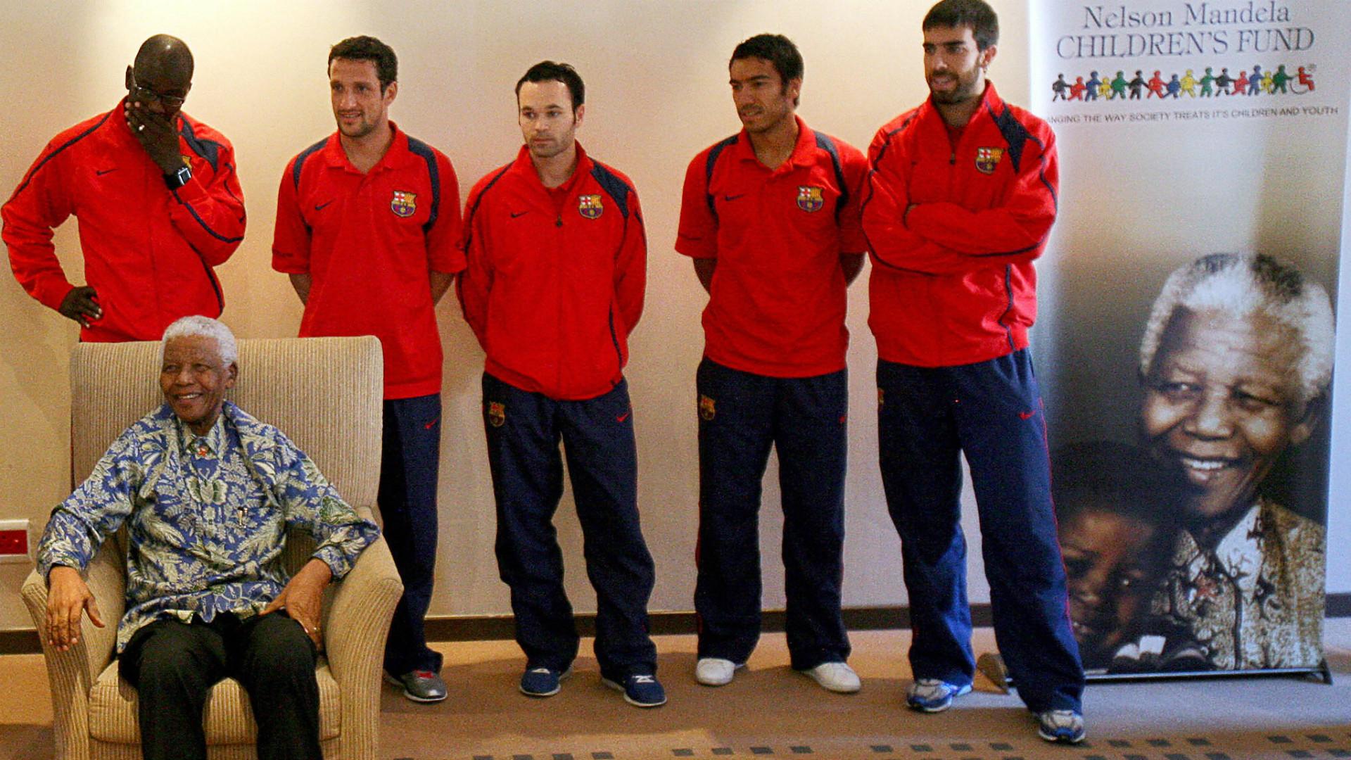 En 2007 Oleguer fue uno de los embajadores del Barcelona en la visita a Nelson Mandela.