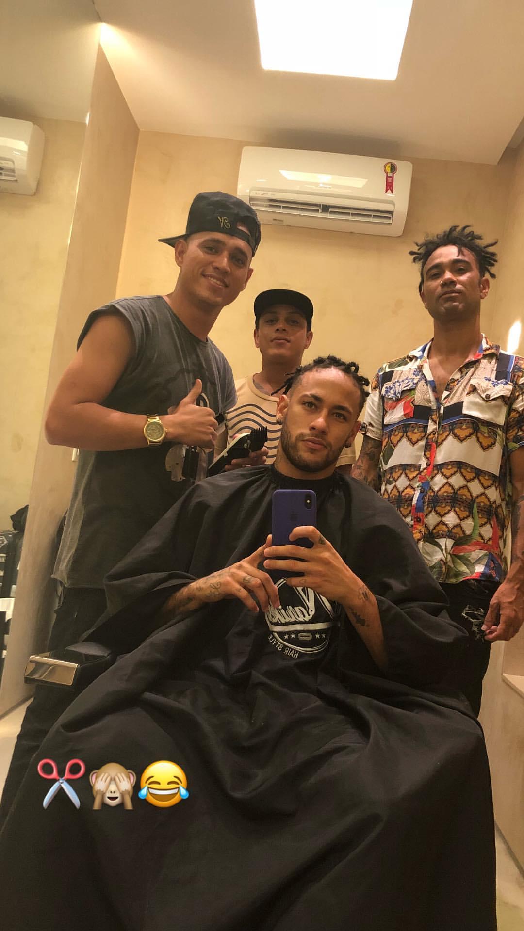 Neymar komplett - NO GALLERY