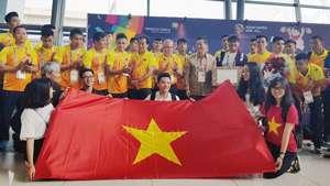 Olympic Việt Nam tại sân bay Soekarno Halta