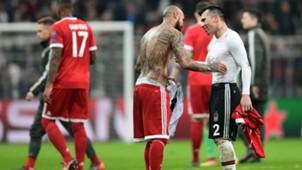 Arturo Vidal y Gary Medel. Besiktas Bayern 14032018