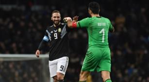 Gianluigi Buffon & Gonzalo Higuain