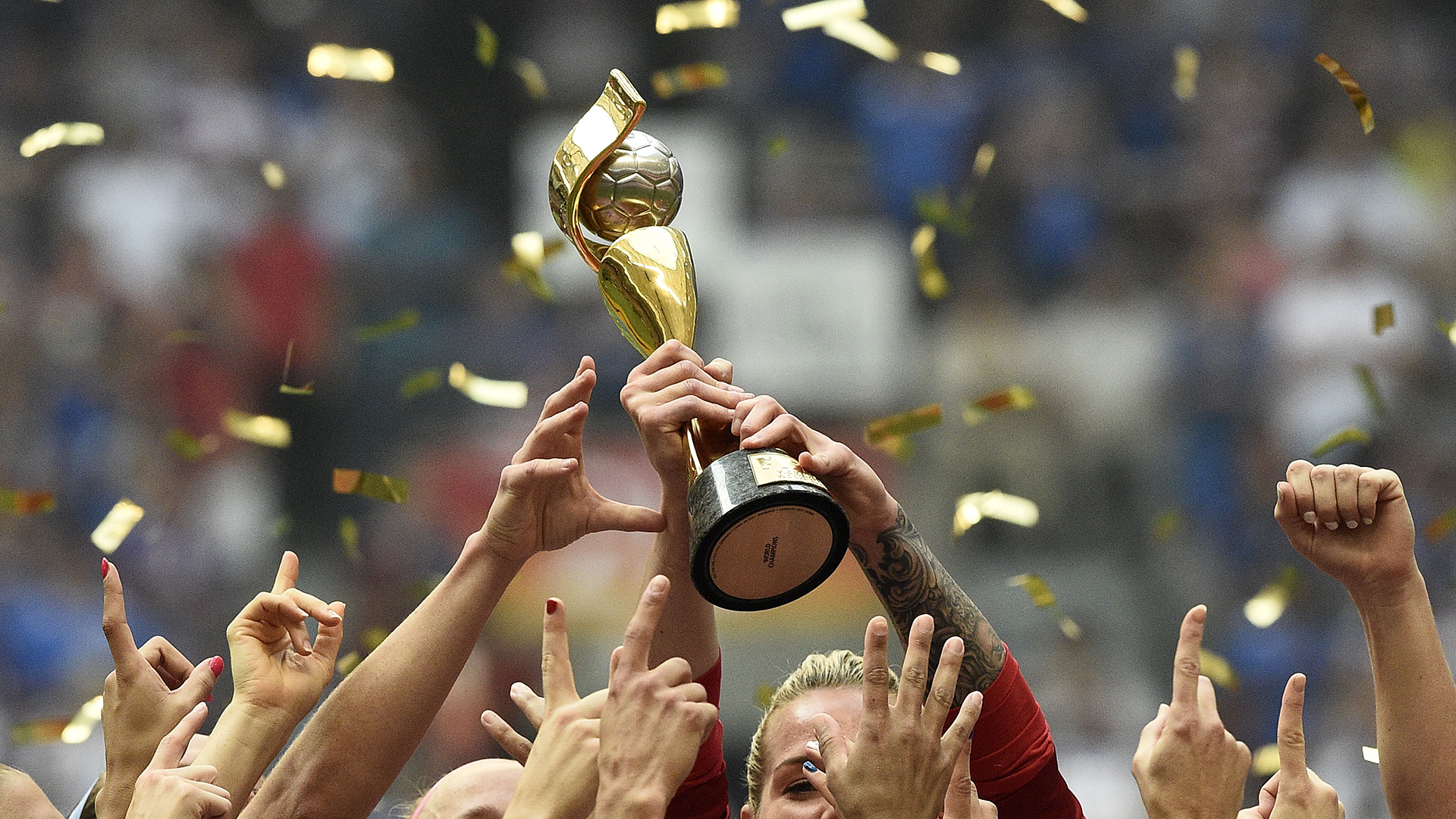 Women's World Cup trophy 2015 USWNT