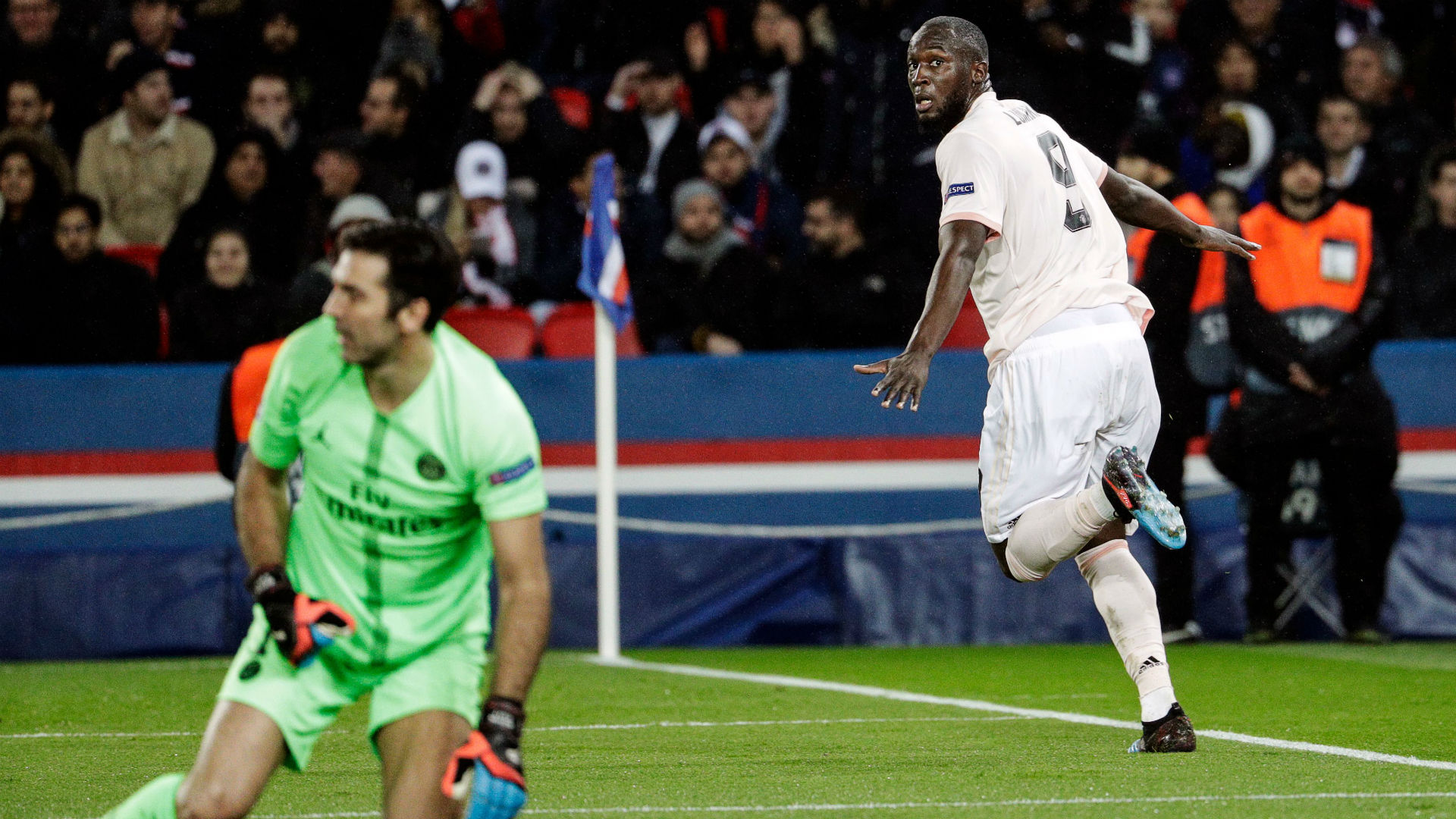 Romelu Lukaku Gianluigi Buffon PSG Manchester United UEFA Champions League 06032019