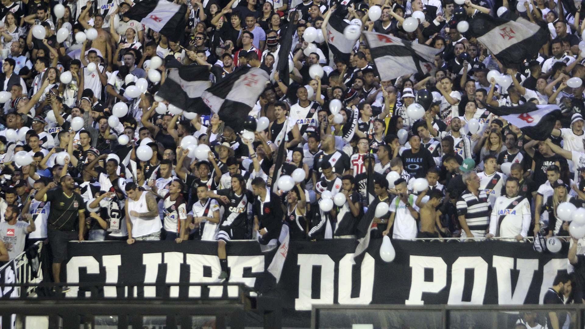 Torcida Vasco x Flamengo São Januário Brasileirão 08 07 17