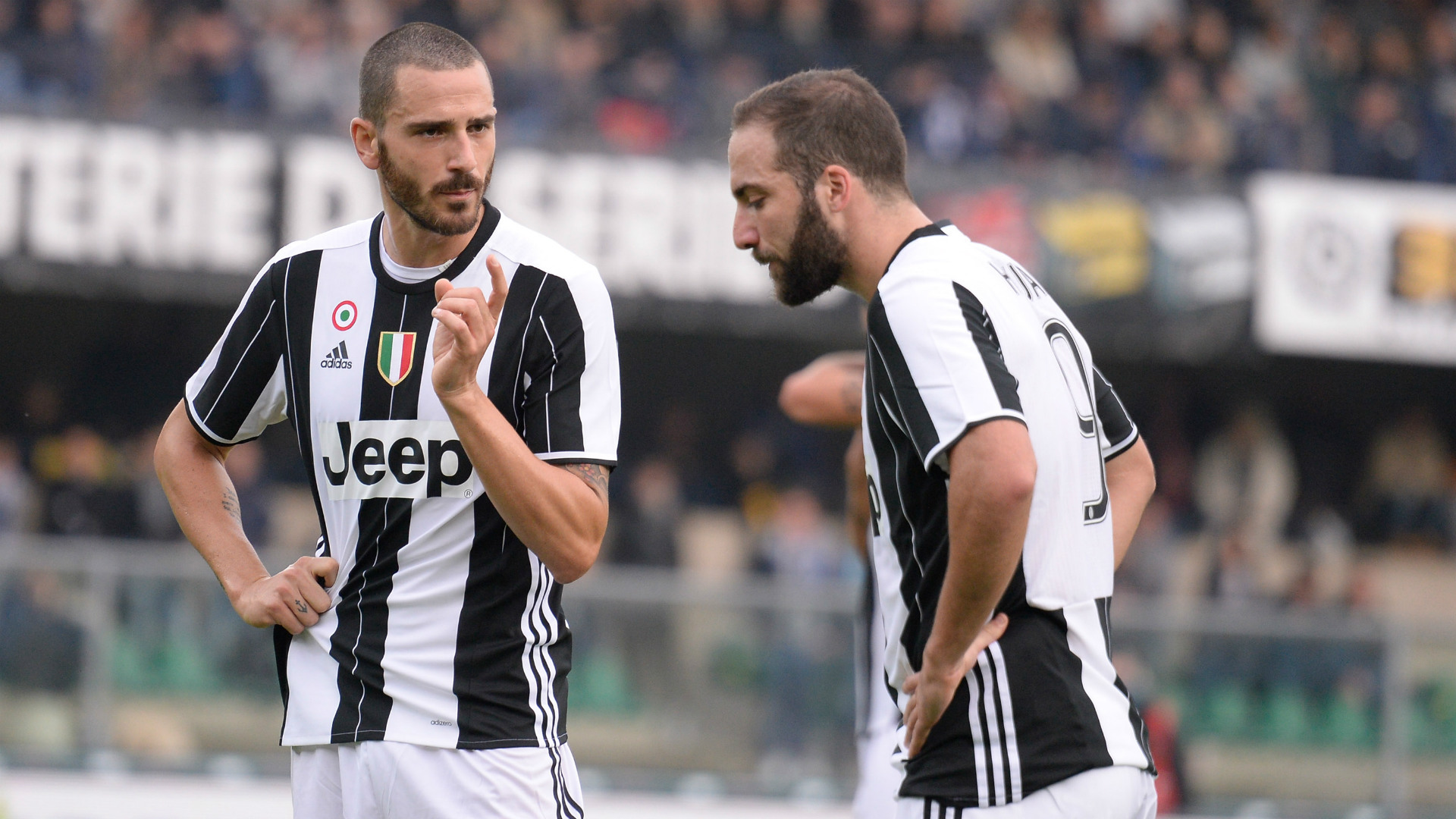 Leonardo Bonucci Gonzalo Higuain Juventus 2016-17