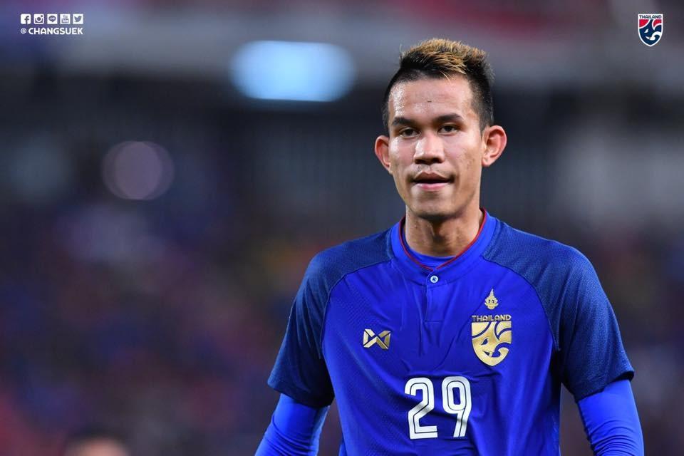 ผลการค้นหารูปภาพสำหรับ สรรวัชญ์มอบ 3 คะแนนให้แฟนบอลไทย