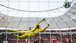 Lucas Alario, Christian Mathenia, Leverkusen - Hamburg, Bundesliga, 09242017