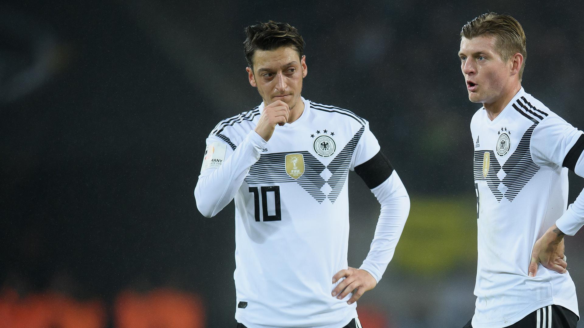 Mesut Özil Toni Kroos 14112017