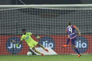 Emiliano Alfaro FC Pune City Delhi Dynamos