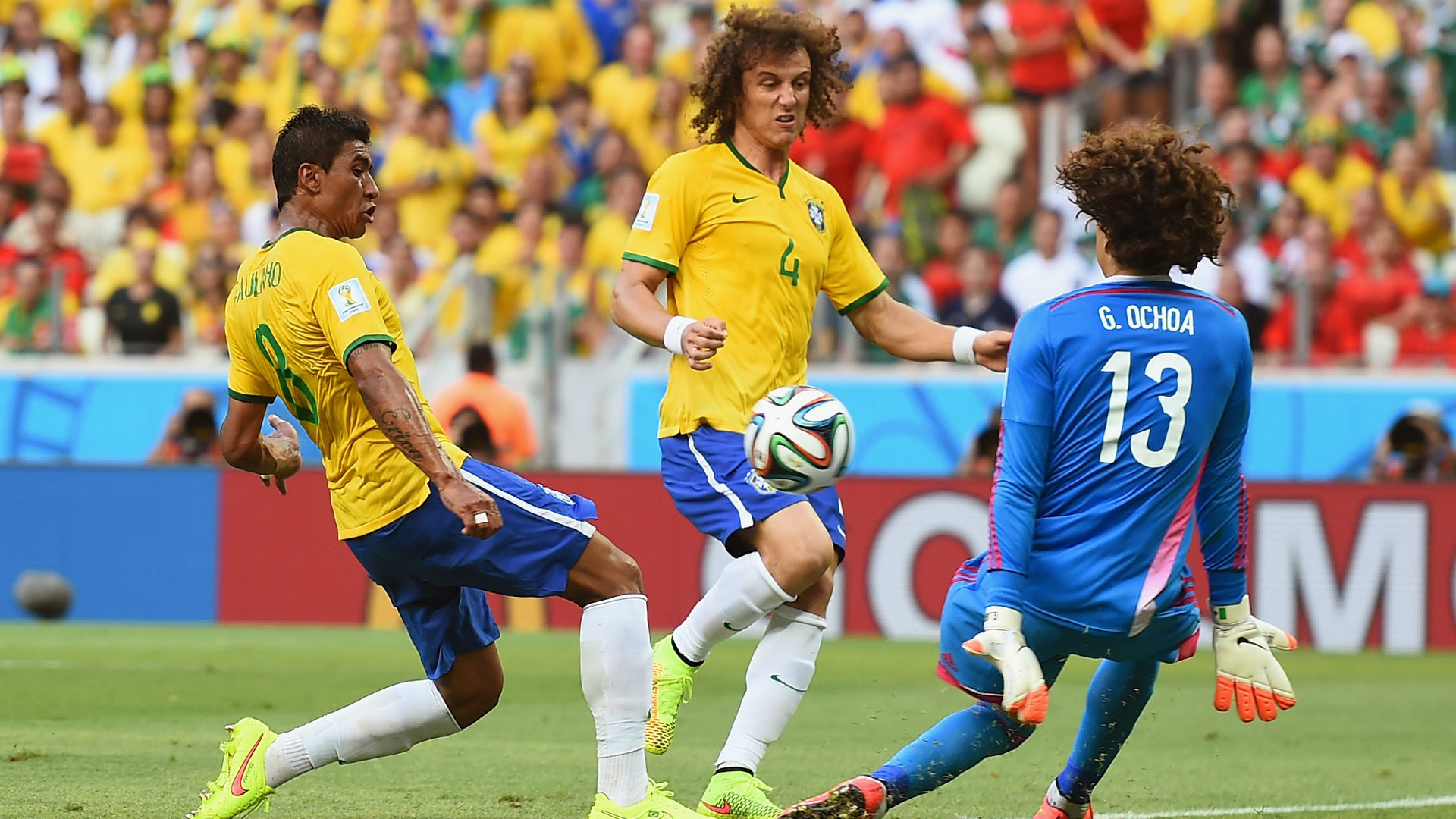 Guillermo Ochoa Paulinho Mexico Brazil 2014 World Cup