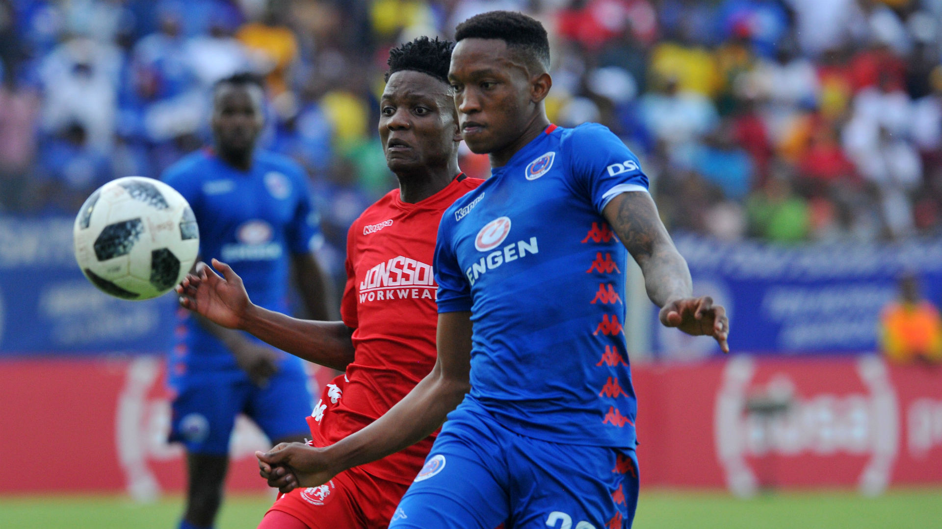 Grant Kekana of Supersport United challenges Sphiwe Mahlangu of Highlands Park, December 2018