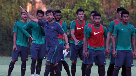 Luis Milla - Latihan Timnas Indonesia U-23