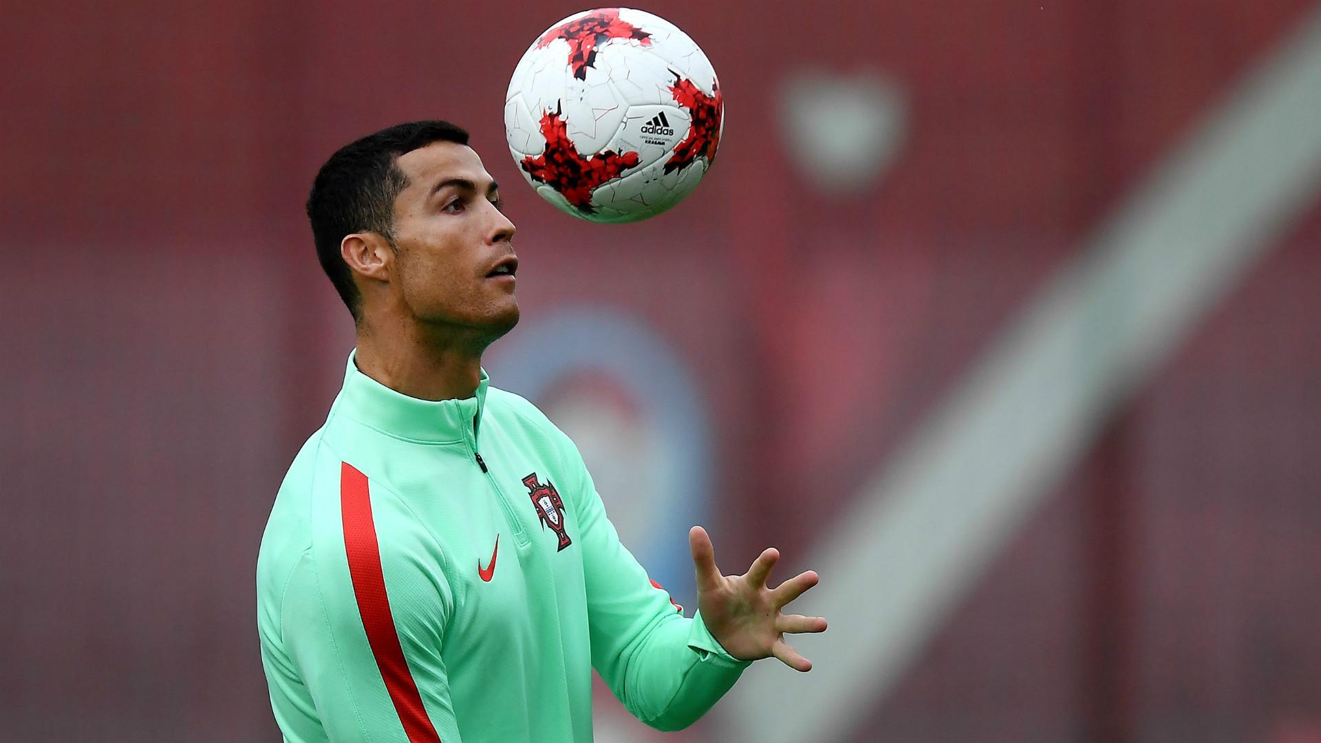 C. Ronaldo: 'Ogni anno lotto per il Pallone d'Oro... anche con Higuain!'