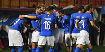 Italian players celebrating Italy U21 Tunisia U21